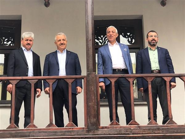 """Arslan """"Kars'taki tarihi binaların kurtarılması için evrak takipçisi olmaya bile varım"""""""
