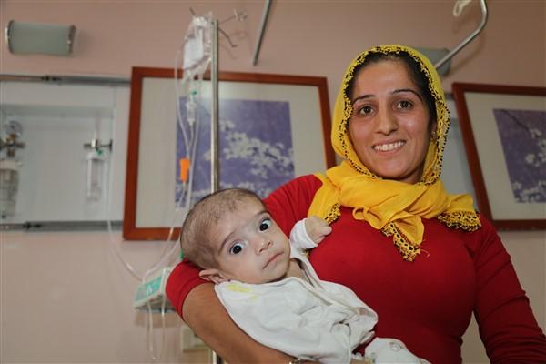 4 aylık bebeğin kalp damarları değiştirildi