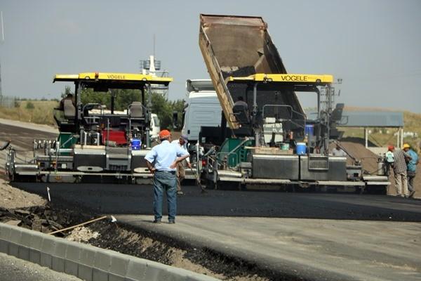 Selim-Sarıkamış karayolu asfalt çalışması devam ediyor