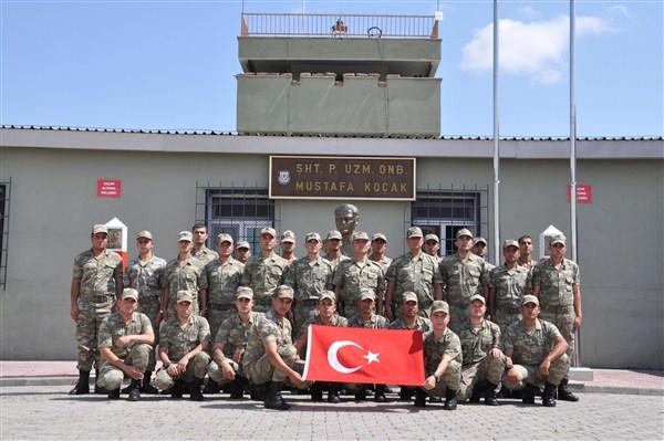 Mehmetçik, bayrama Kars - Ermenistan sınırında girdi