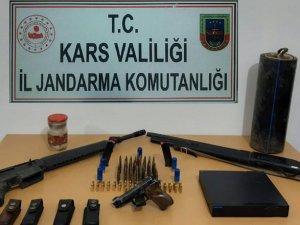 Arpaçay'da tabacave av tüfeği ele geçirildi