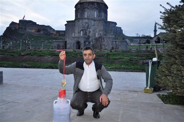 Türkiye'de Ramazan topu yine ilk önce Kars'ta atıldı