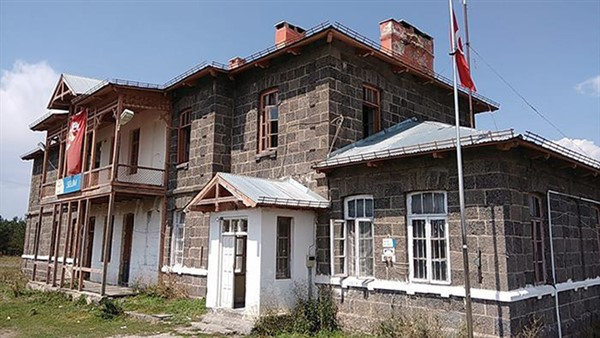 Selim Tren İstasyon binasının durumu içler acısı
