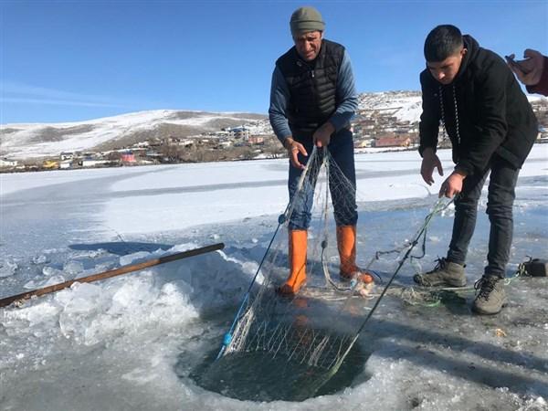Donmuş Çıldır Gölü'nde balık avı büyülüyor