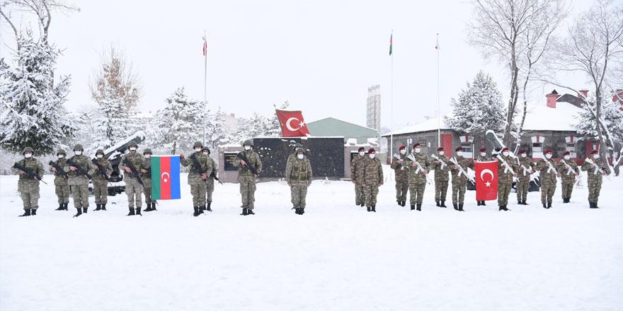 """Azerbaycan Ordusu """"Kış Tatbikatı"""" için Kars'a geldi"""