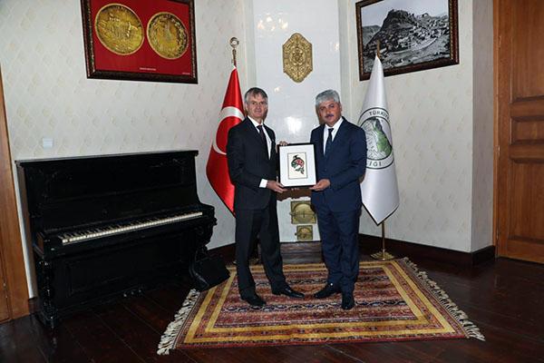 Kanada Büyükelçisi Cooter, Vali Doğan'ı ziyaret etti