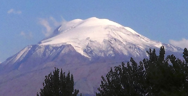 Ağrı Dağı'na yılın ilk karı yağdı