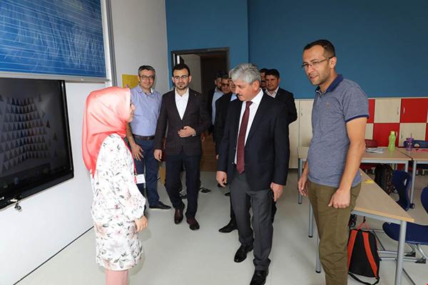 Vali Doğan'dan Bahçeşehir Kolejine Ziyaret