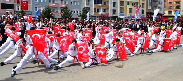 99'uncu yılında, Kars'ta '19 Mayıs ve Atatürk' coşkusu