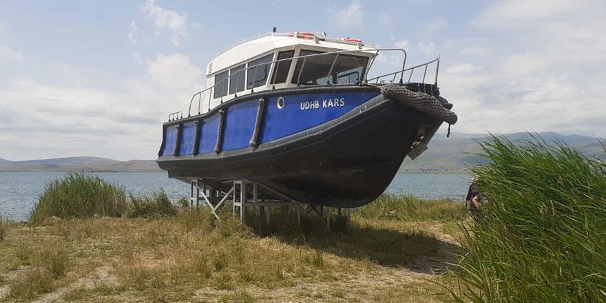İskele yıkılınca tekne rafa kaldırıldı!