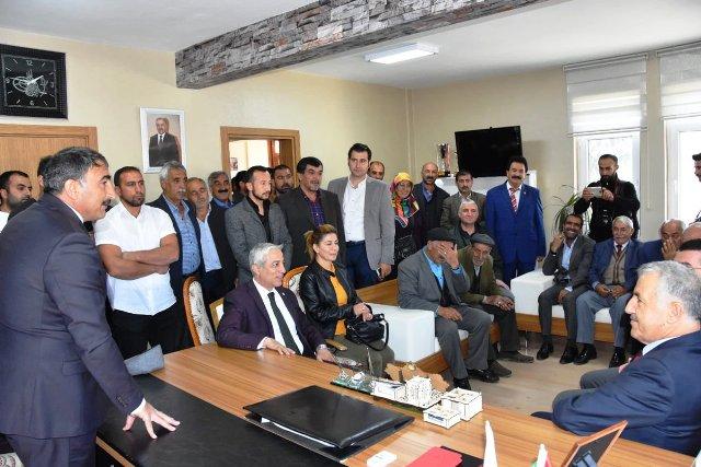 Başkan Uray ilçenin anahtarını Arslan'a verdi