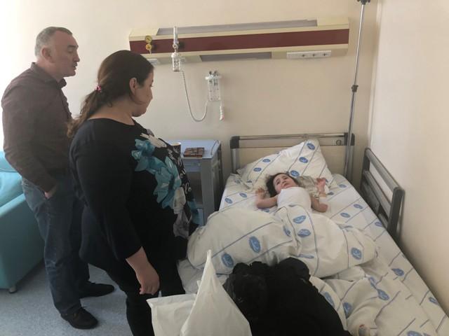 4 yaşındaki Rus çocuc KAÜ'de böbrek taşı ameliyatı oldu