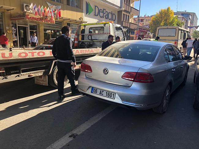 Kars'ta trafik kazası: 1 kişinin parmağı koptu