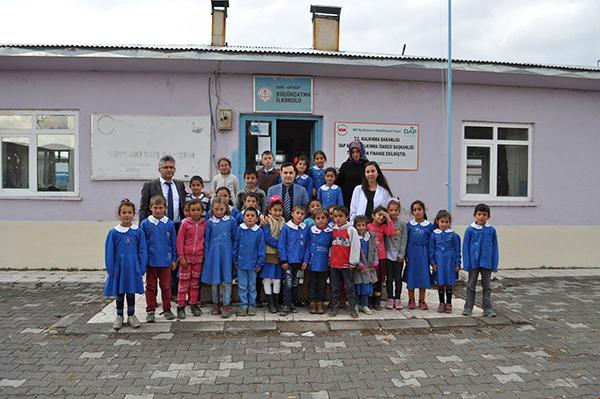 Arpaçay Kaymakamı Abdil Koç, köy okullarını ziyaret etti