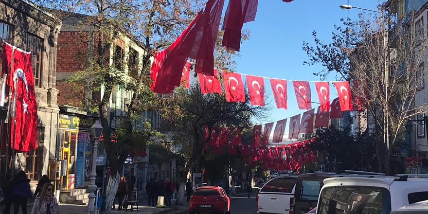 Kars Türk Bayrakları ile donatıldı