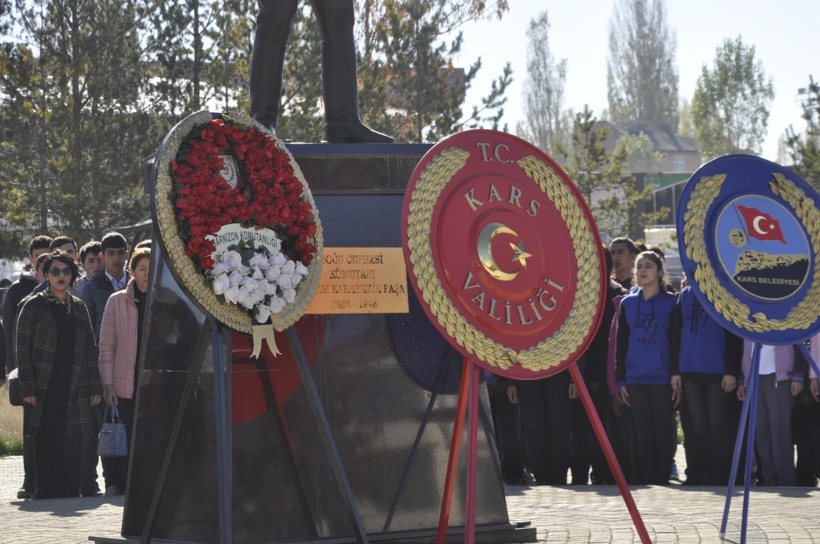 Yazıları silinen, Paşa'nın anıtına çelenk konuldu
