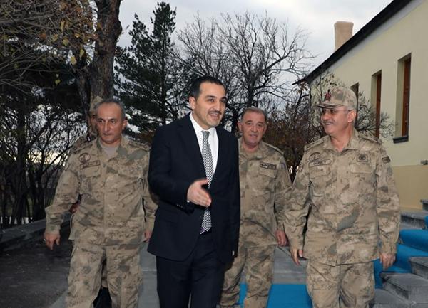 Jandarma Asayiş Başkanı Tümgeneral Fuat Güney Vali Türker Öksüz'ü ziyaret etti