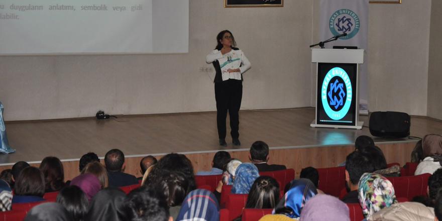 """KAÜ'de """"Çocuk Resmi Analizi"""" Konferansı düzenlendi"""
