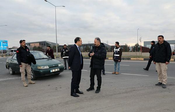 Vali Türker Öksüz, uygulama yapan emniyet güçlerini ziyaret etti