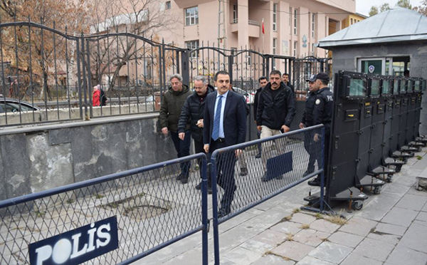 Vali Türker Öksüz, Kazımpaşa Polis Merkezi'ni ziyaret etti