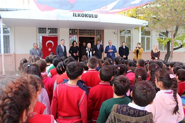 Timsal Karabekir, babasının adını taşıyan okulu ziyaret etti