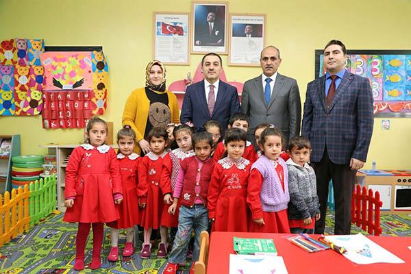 Vali Türker Öksüz, Aydın Tanrıverdi İlk ve Ortaokulunu ziyaret etti