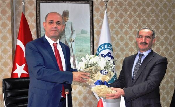 Rektör Sami Özcan, görevi Hüsnü Kapu'ya devretti