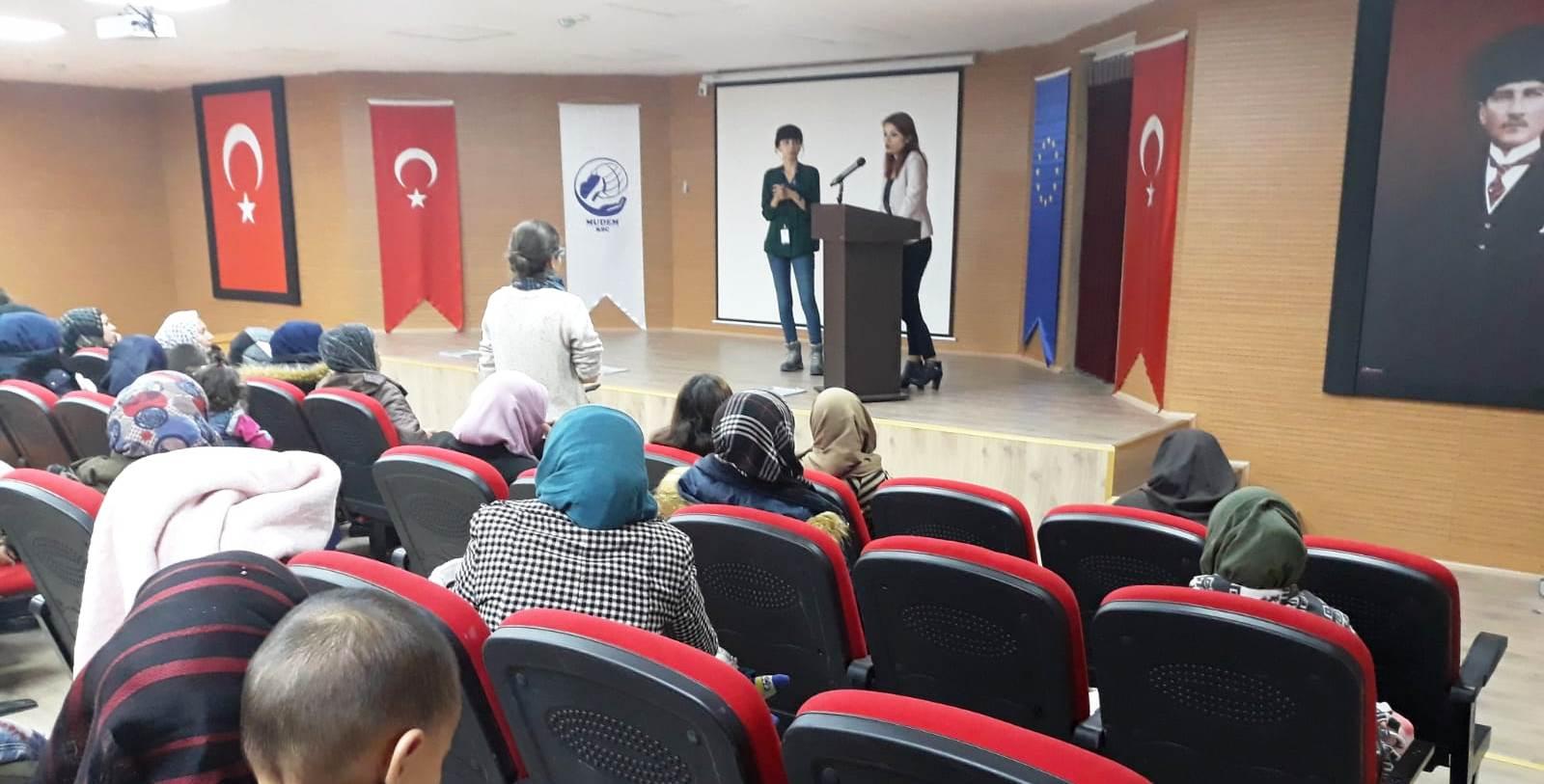 Mülteci kadınlar için 'güçlü anneler, güçlü çocuklar' semineri