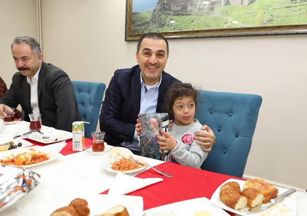 Vali Türker Öksüz, Şehit aileleri ve Emekli Emniyet mensuplarıyla buluştu