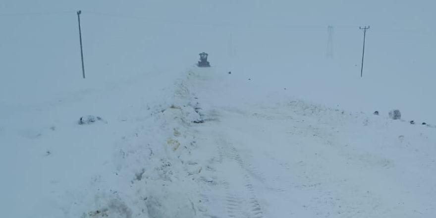Kars Özel İdare ekipleri müdahale ediyor