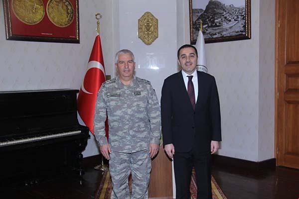 9. Kolordu Komutanı Tümgeneral Tarakçı, Vali Öksüz'ü ziyaret etti