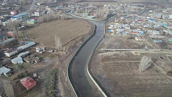 Akyaka ilçe merkezi taşkın koruma tesisi tamamladı