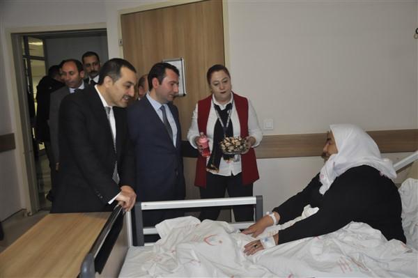 Vali Öksüz, Harakani Devlet Hastanesinde incelemelerde bulundu
