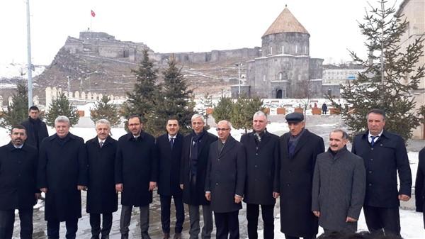 Bakan Kasapoğlu, anma etkinliklerine katılmak üzer Kars'a geldi