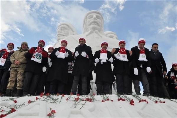 Kardan şehit askerler heykelinin açılışı yapıldı