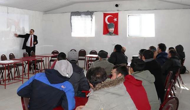 Köylerde çiftçi eğitim toplantıları başladı