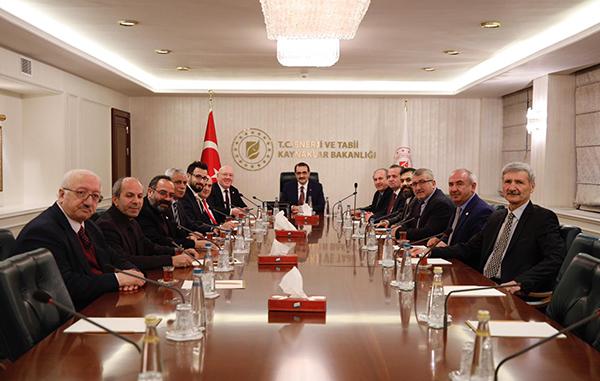 """Enerji Bakanı Fatih Dönmez; """"Yerel basınadestek sorumluluğumuzdur"""""""