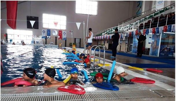Öğrenciler sömestr sonrası da yüzme öğrenecek