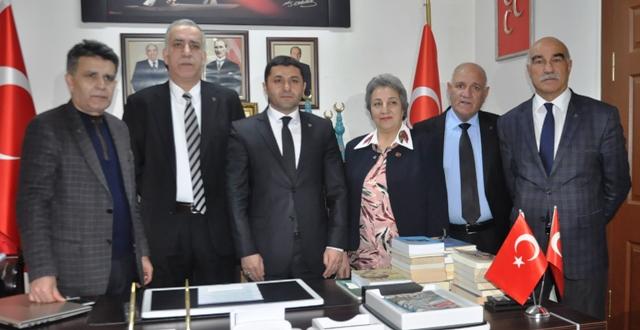 Partilerinden ihraç edilen belediye meclis üyelerine yeninden MHP rozeti takıldı