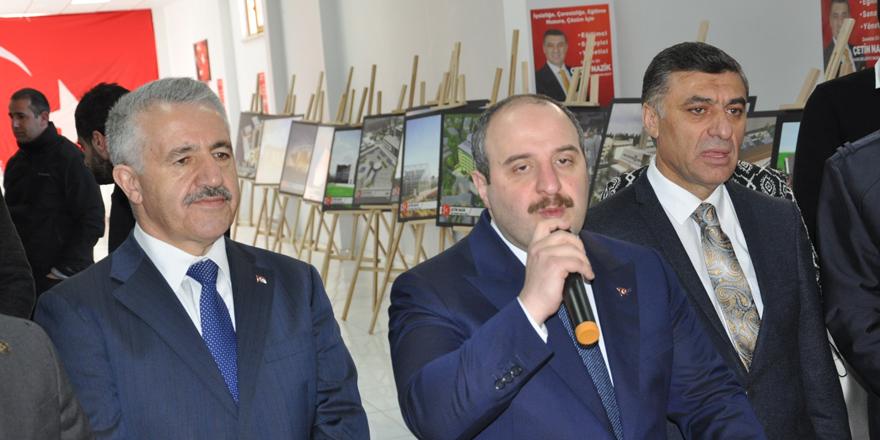 Sanayi ve Teknoloji Bakanı Mustafa Varank, Cumhur İttifakı Seçim Bürosu'nda partililere seslendi