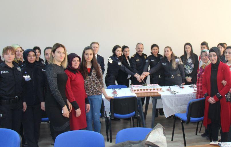 Emniyet Müdürü Ümit Bitirik, kadın personellerin Dünya Kadınlar Gününü kutladı