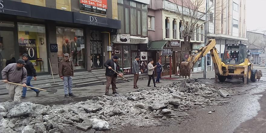 Kars Özel İdare'den şehir içinde kar temizliği!