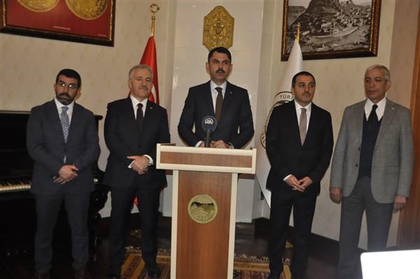 Çevre ve Şehircilik Bakanı Murat Kurum, bir dizi ziyaret ve incelemelerde bulunmak için Kars'a geldi. Bakan Kurum katıldığı toplantıların ardından çeşitli müjdeler verdi.
