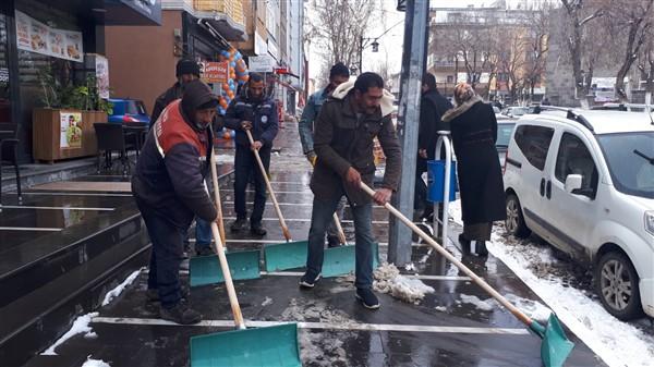 Kars'ta Mart'ın sonu kar