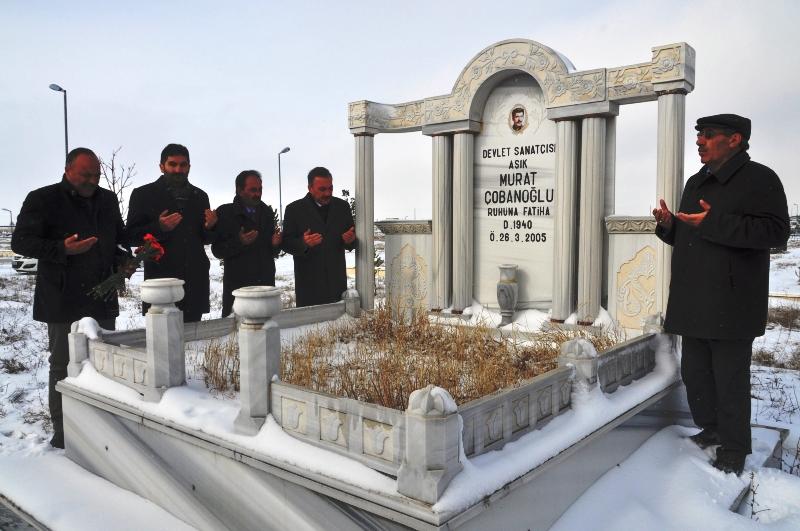 Aşık Murat Çobanoğlu, mezarı başında anıldı