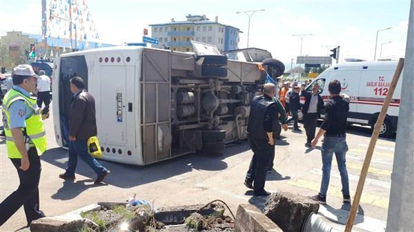 Kars'ta trafik kazası: 2'si polis, 33'ü asker 35 yaralı