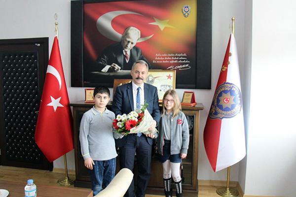 Öğrenciler, Türk Polis Teşkilatının 174'ncü kuruluş yıldönümünü kutladı