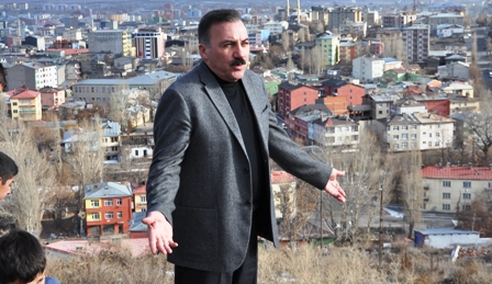 """Naif Alibeyoğlu: """"İsmail Aytemiz Spor ve Sergi Salonunu satmak vatan hainliğidir"""""""