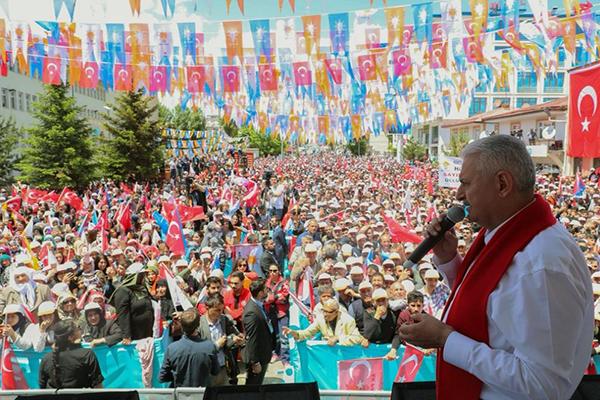 Başbakan Yıldırım'dan Gazi Kars'a yeni stadyum müjdesi