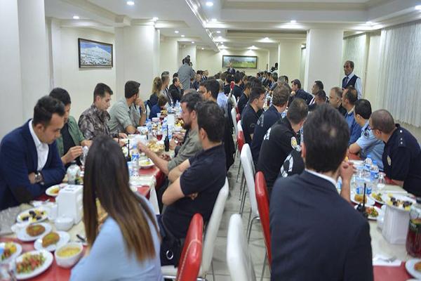 UDH Bakanı Arslan, Emniyet personeliyle iftar yaptı